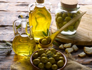 The Difference Between Extra Virgin Olive Oil and Regular Olive Oil