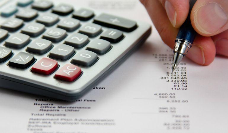 calculator-budget-writing.jpg