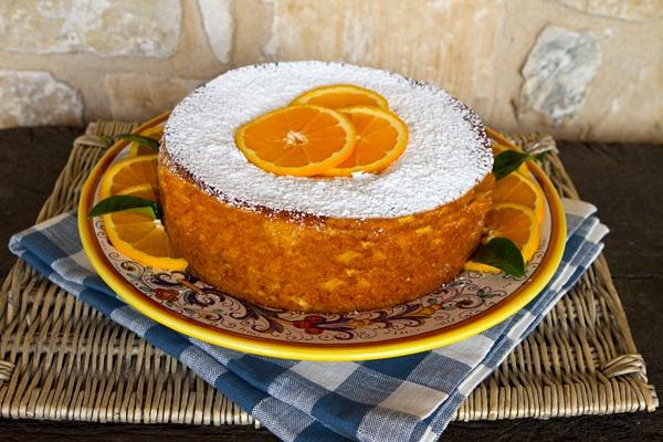 Source http://www.italianfoodforever.com/2013/07/olive-oil-orange-cake/